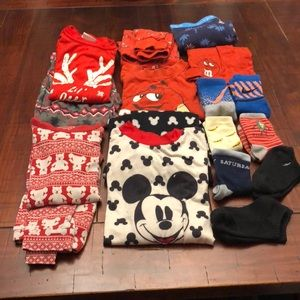 Other - 🎄Kids 4 set of pjs size 5-6 7pairs of Sox 2toys